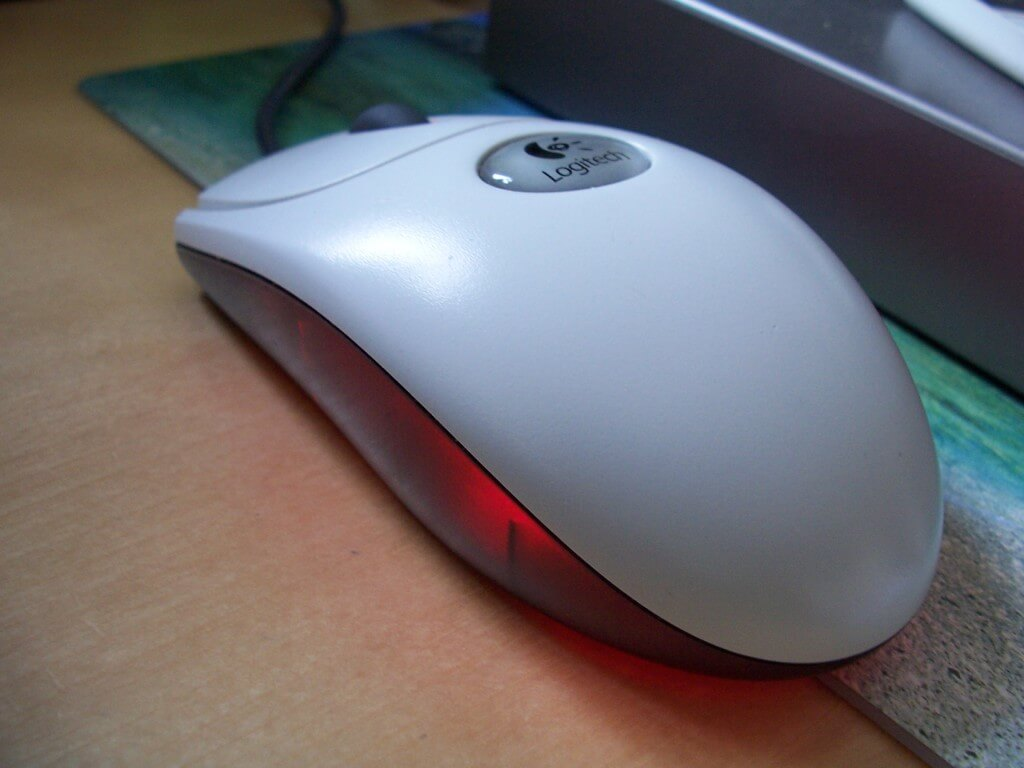 differences between optical mouse and laser mouse