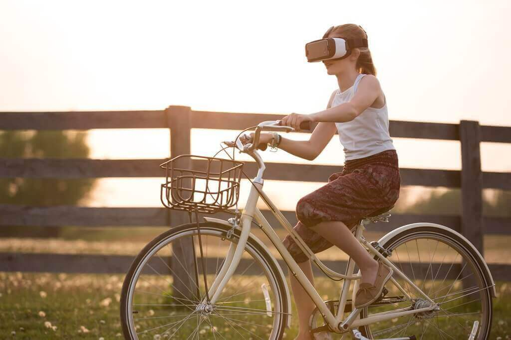 benefits of virtual reality for children: VR girl